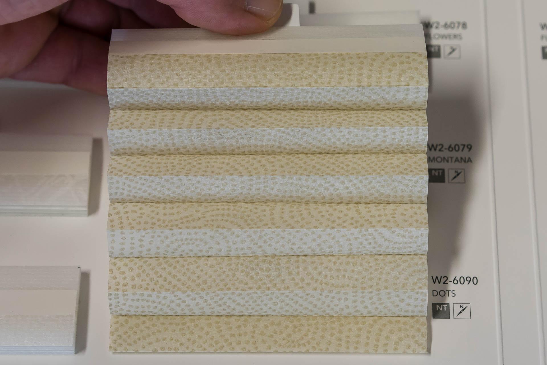 "Waben-Plissee-Stoff aus der Farbkarte ""Dessins Dots"" | Material: 100 % PES"