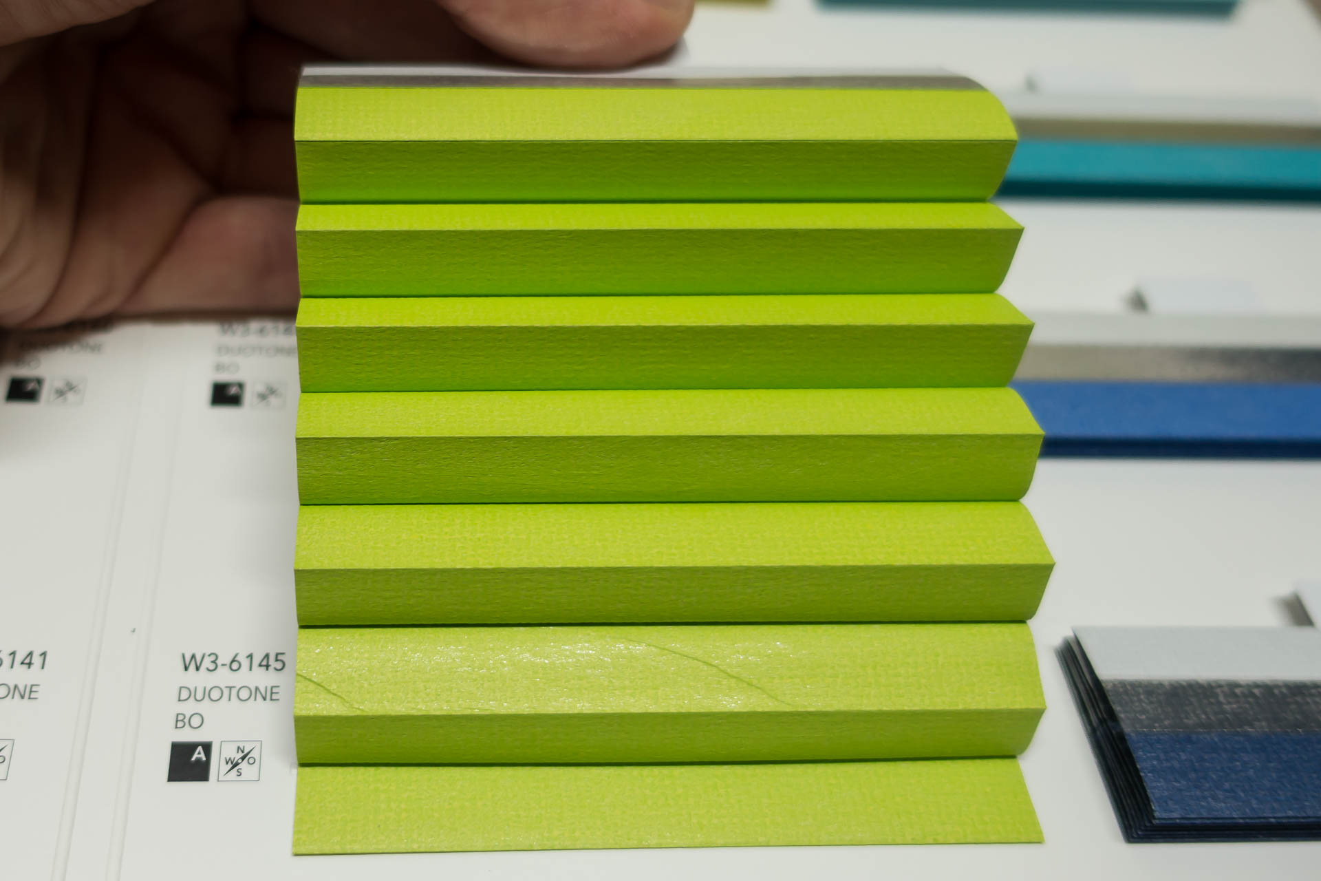 "Waben-Plissee-Stoff aus der Farbkarte ""Duotone BO"" | Material: 100 % PES"