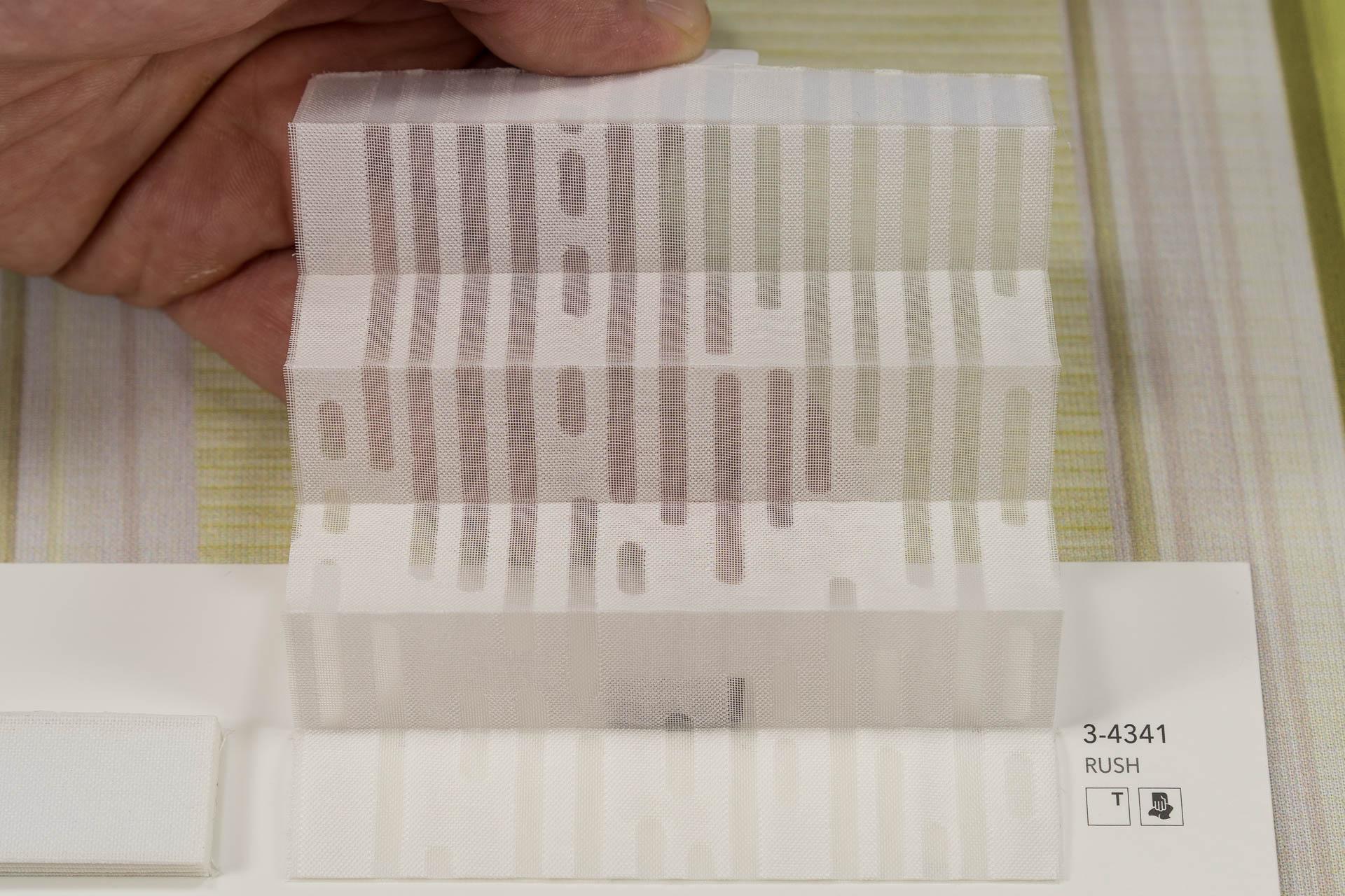 "MHZ Plissee Stoff Muster aus der Farbkarte ""1 white styles""   Material: 70 % PES / 30 % CV"