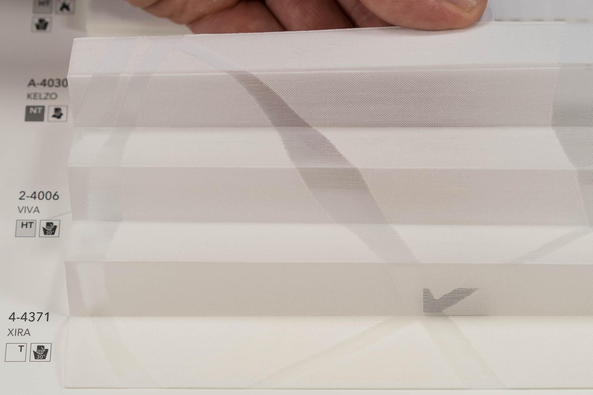 "MHZ Plissee Stoff Muster aus der Farbkarte ""1 white styles""   Material: 59 % PES / 41 % CV"