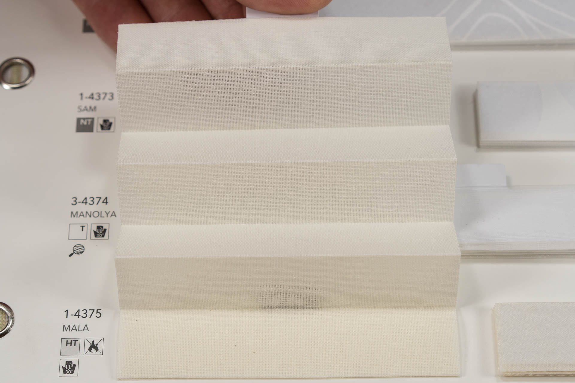 "MHZ Plissee Stoff Muster aus der Farbkarte ""1 white styles""   Material: 100 % Trevira CS"