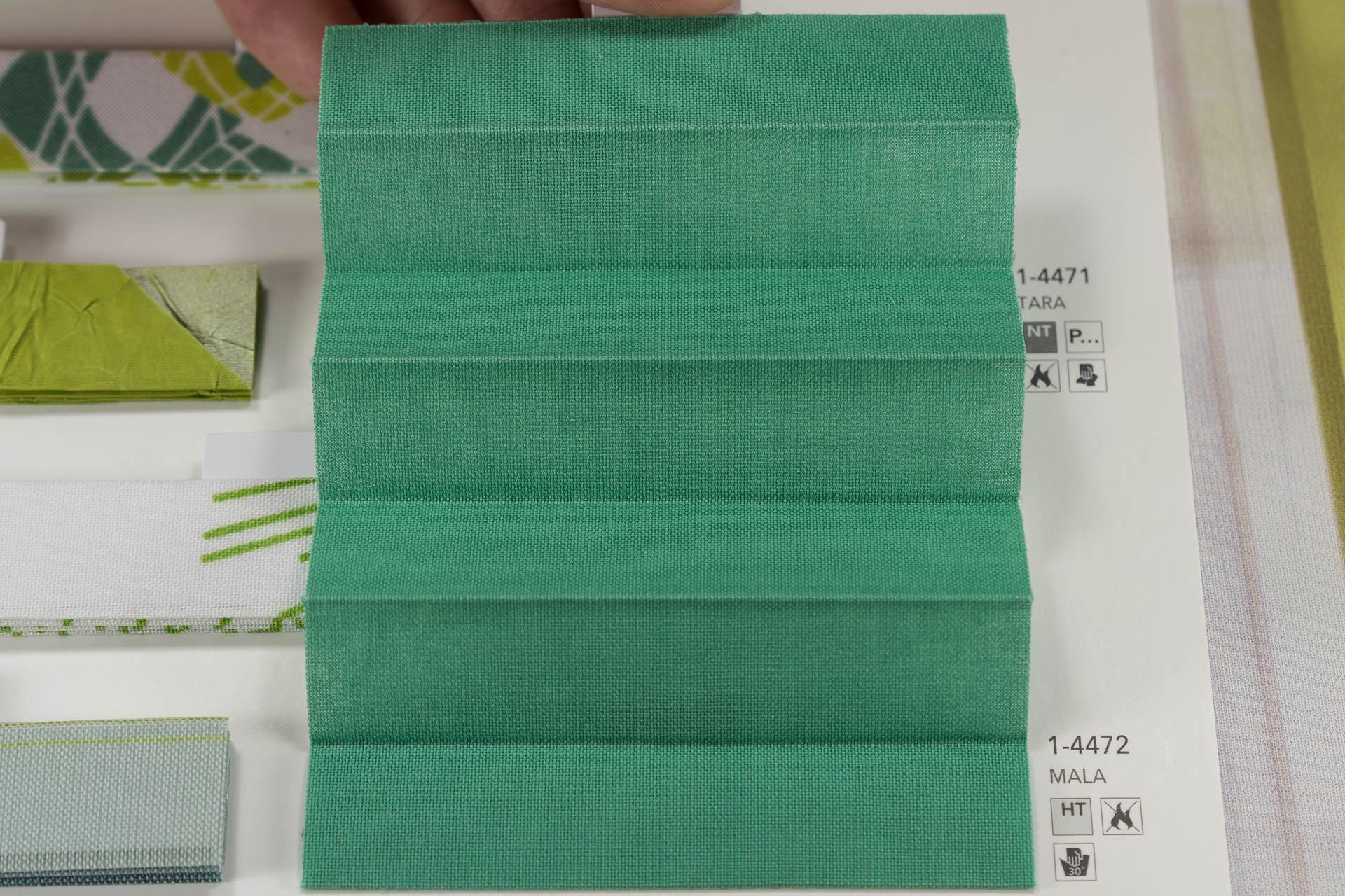 "MHZ Plissee Stoff Muster aus der Farbkarte ""12 forever green"" | Material: 100 % Trevira CS"