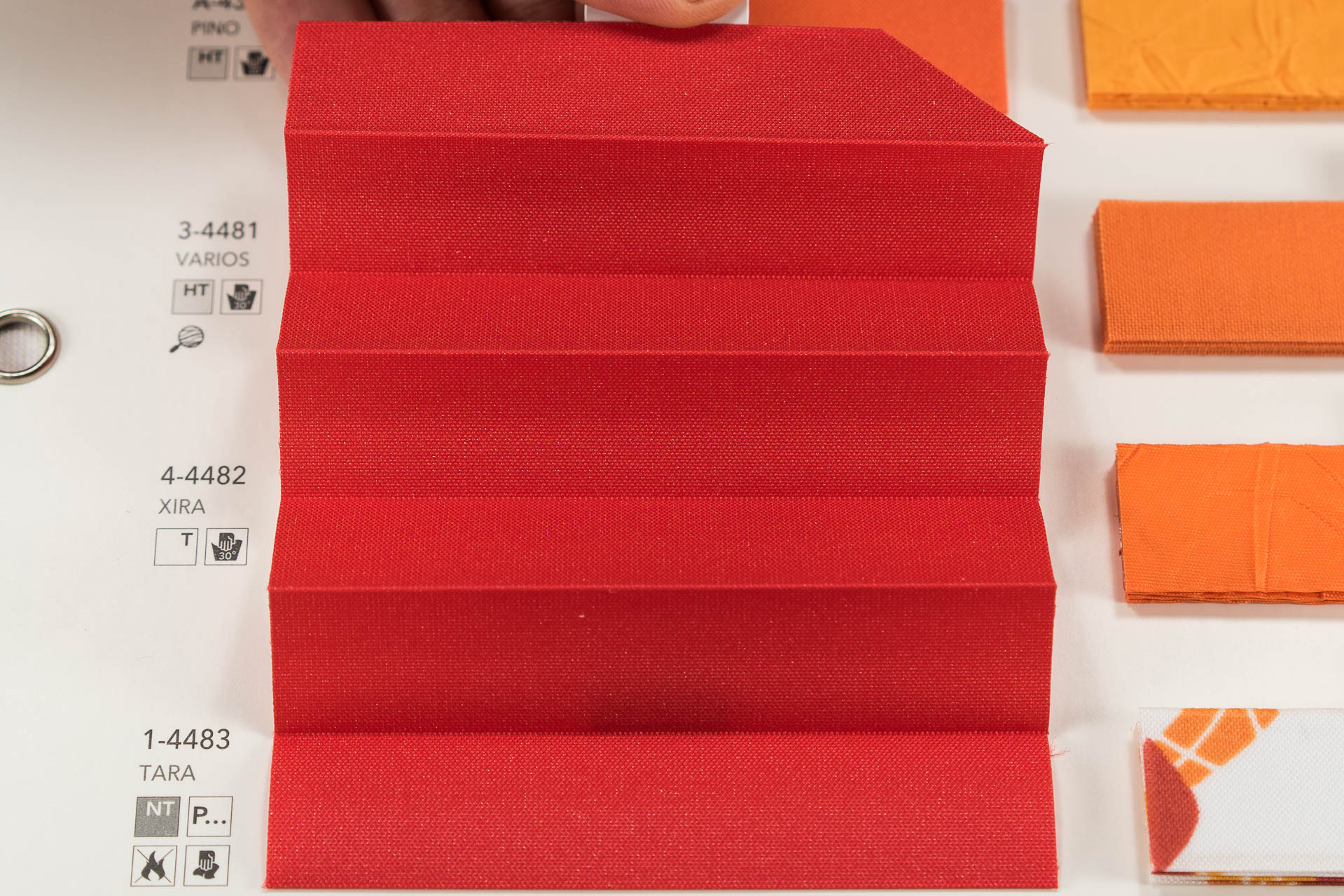 "MHZ Plissee Stoff Muster aus der Farbkarte ""14 red passion"" 