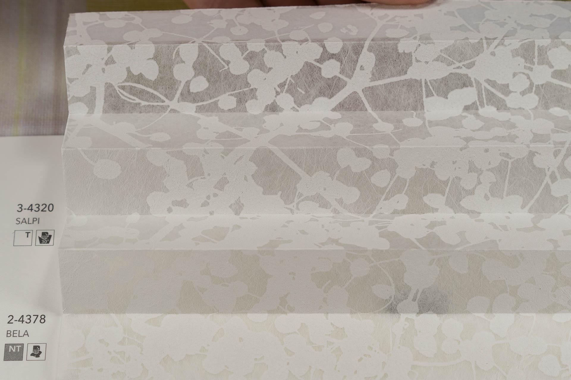 "MHZ Plissee Stoff Muster aus der Farbkarte ""2 white styles""   Material: 53 % PES / 47 % CV"