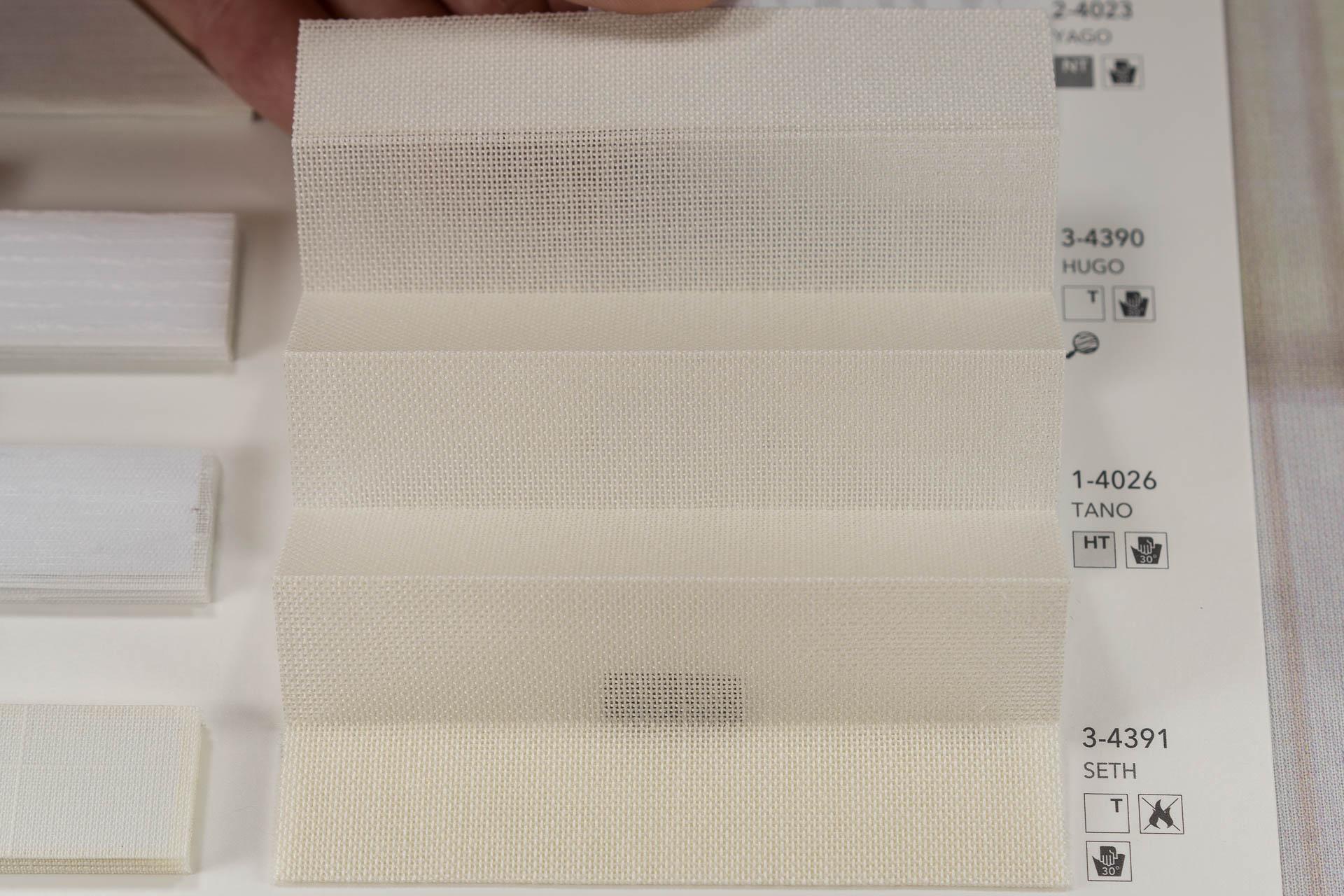 "MHZ Plissee Stoff Muster aus der Farbkarte ""3 white styles"" | Material: 100 % Trevira CS"
