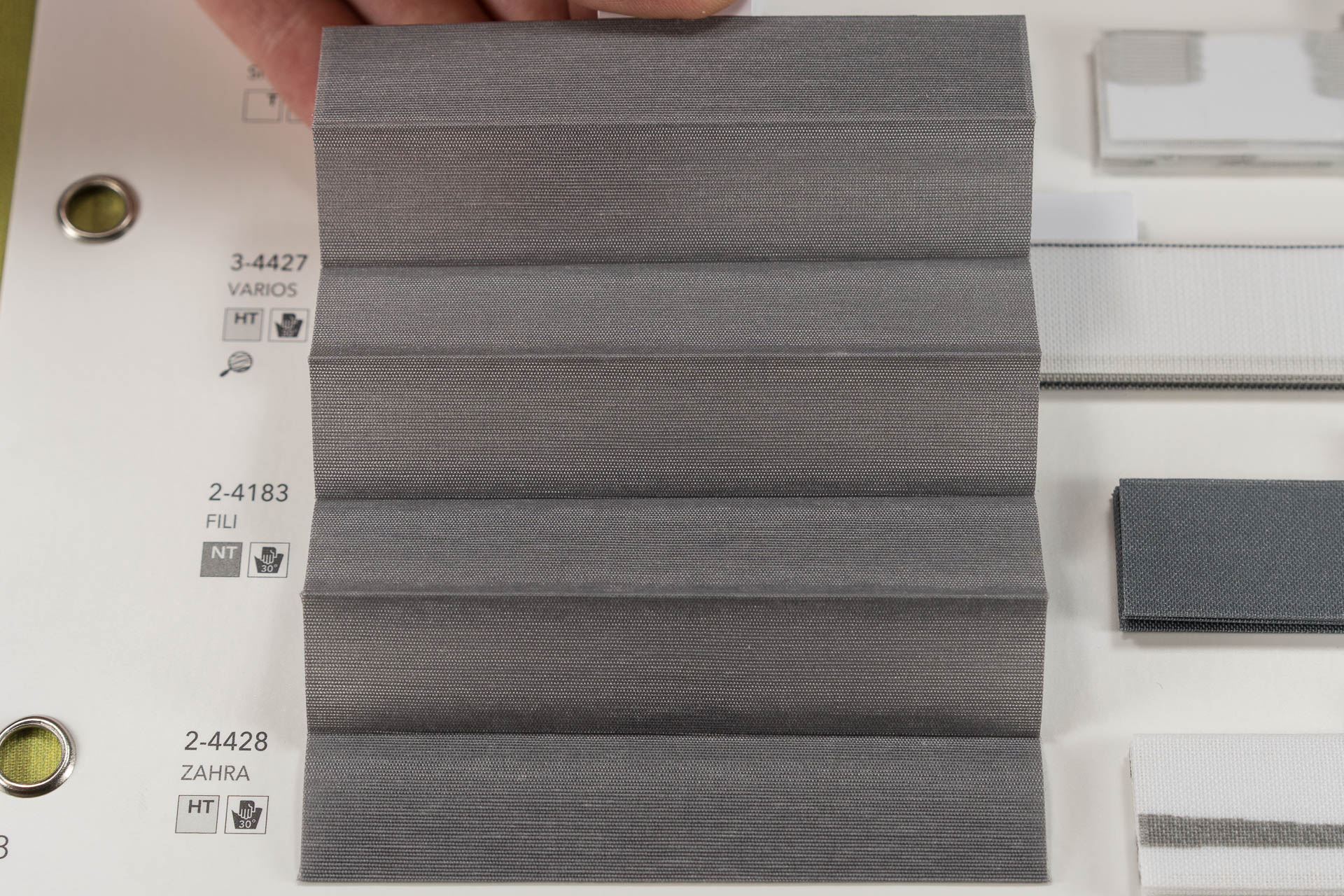 "MHZ Plissee Stoff Muster aus der Farbkarte ""8 dramatic grey"" 